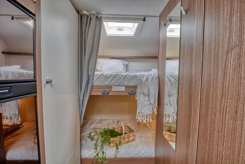 SkandiTrip Familie Wohnmobil gemütlische Wohnzimmer